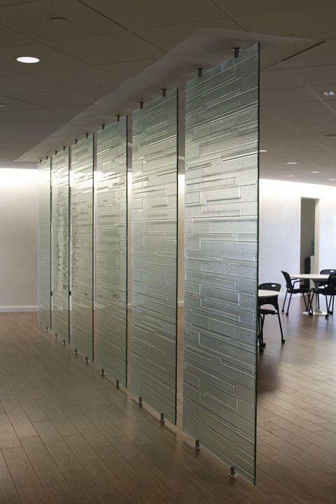 Cloisons en verre dans vos bureaux, une bonne idée ?