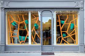 Comment décorer sa vitrine magasin ?